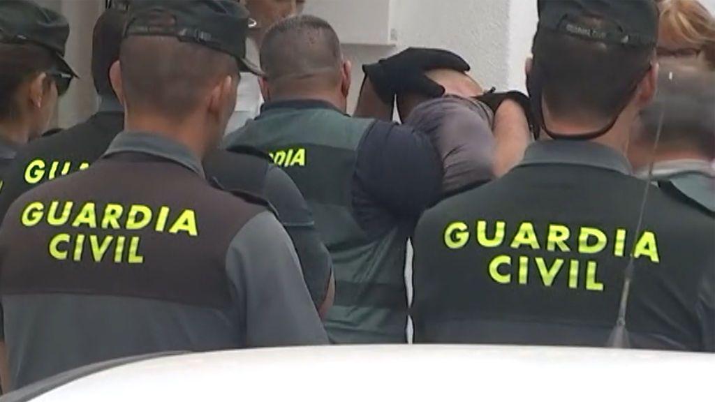 El presunto asesino de su mujer y su hijo en Tenerife se niega a colaborar con la Policía
