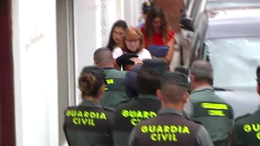 Las imágenes: la llegada del presunto asesino de Tenerife al registro de su casa