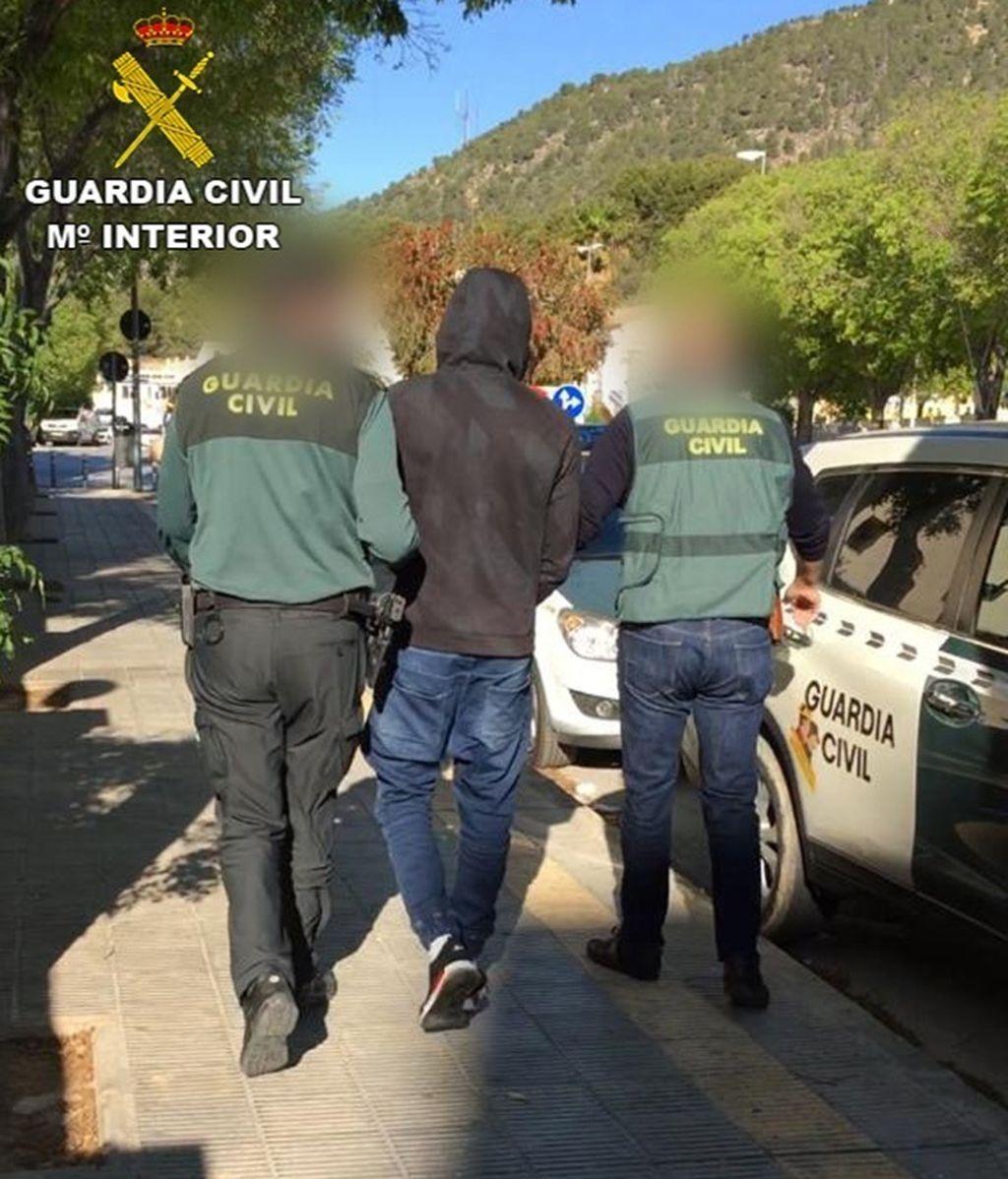 Detenido en Calpe por agredir sexualmente a una joven a la que también le robó el móvil