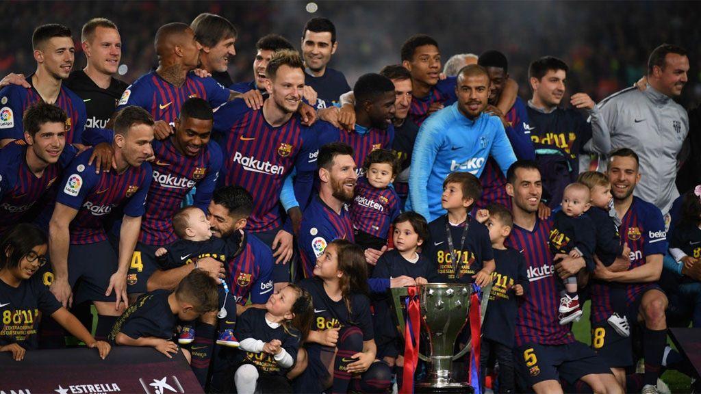 Fuegos artificiales, música en directo, juego de luces y vuelta de honor: Así celebró el Barcelona el título de LaLiga
