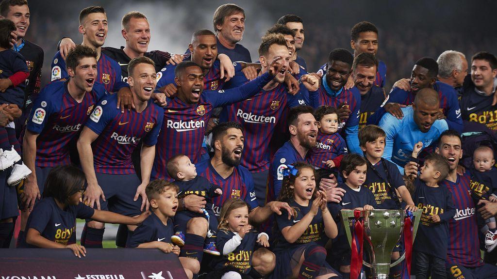 Messi indispuesto, Piqué con el cava, Suárez y sus hijos: Todas las imágenes de la celebración del Barcelona