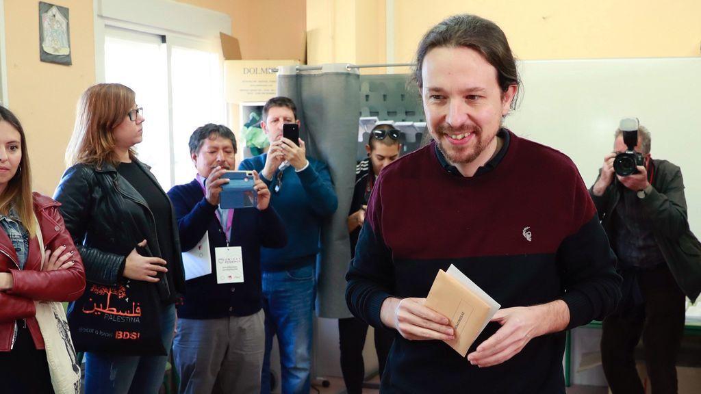 Pablo Iglesias vota sin Irene Montero y luego se irá a pasear a sus bebés