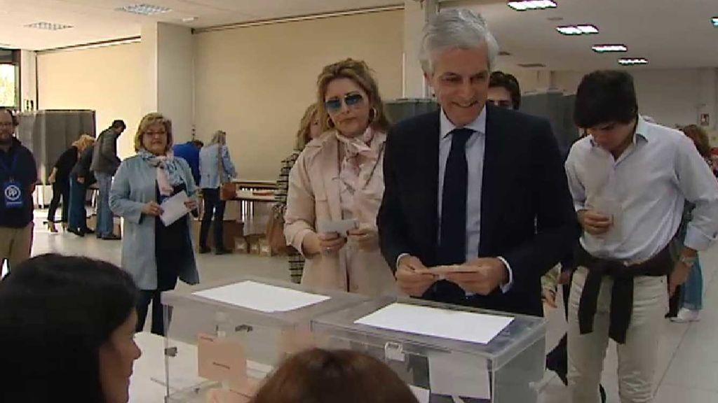 Adolfo Suárez Illana vota en La Moraleja