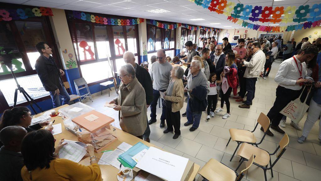 Los principales líderes llaman a votar en un 28-A decisivo para España