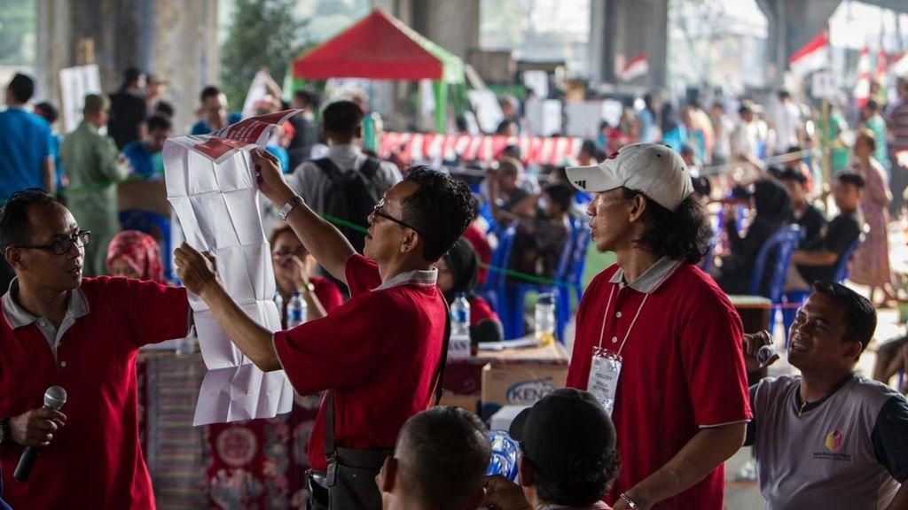 272 empleados electorales fallecen en las elecciones de Indonesia a causa de la fatiga
