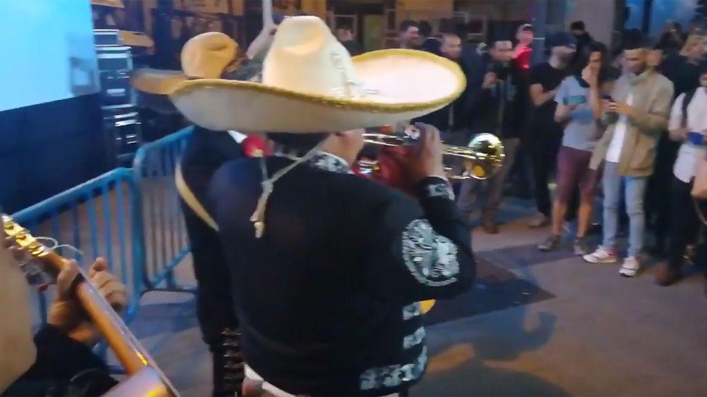 """Usuarios de Forocoches envían a la sede del PP a un grupo de mariachis al grito de """"canta y no llores"""""""