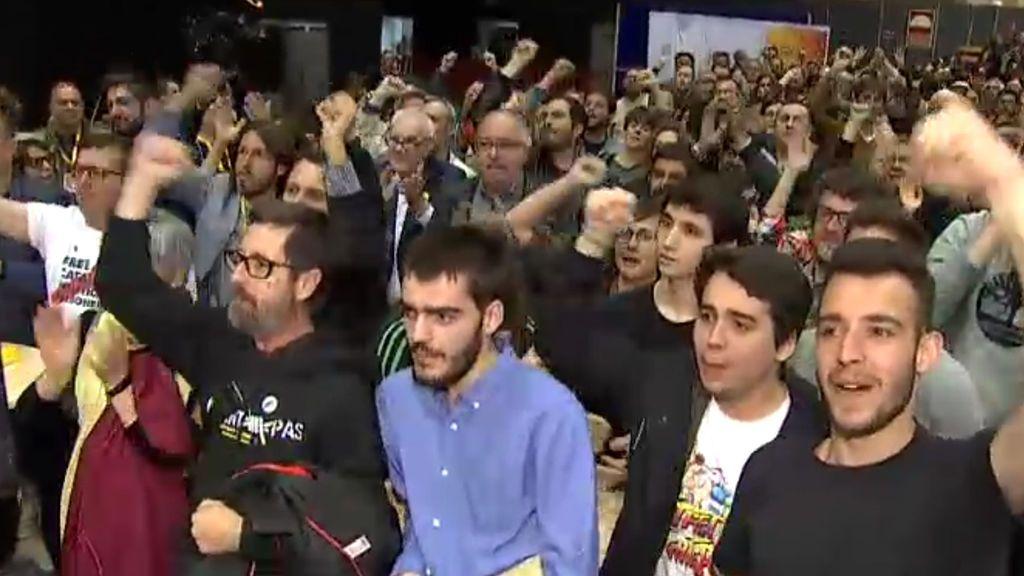 """Euforia en la sede de ERC a gritos de """"independencia"""""""