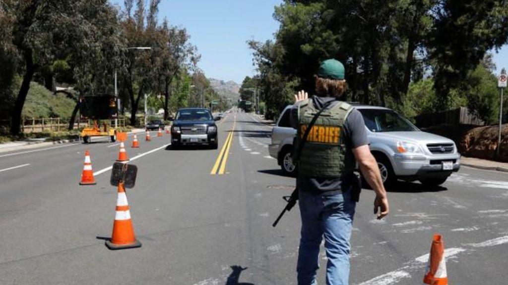 Dos héroes en el atentado de un joven de 19 años contra una sinagoga de San Diego que ha provocado un muerto