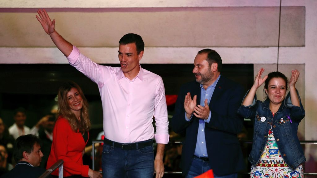 """""""Ha quedado claro"""", la respuesta de Sánchez responde a los gritos en Ferraz de """"con Rivera, no"""" y """"sí se puede"""""""