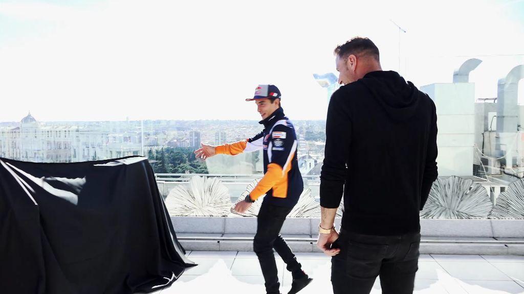 """""""Esto parece un televisor"""", Joaquín confunde la MotoGP de Marc Márquez antes de verla"""