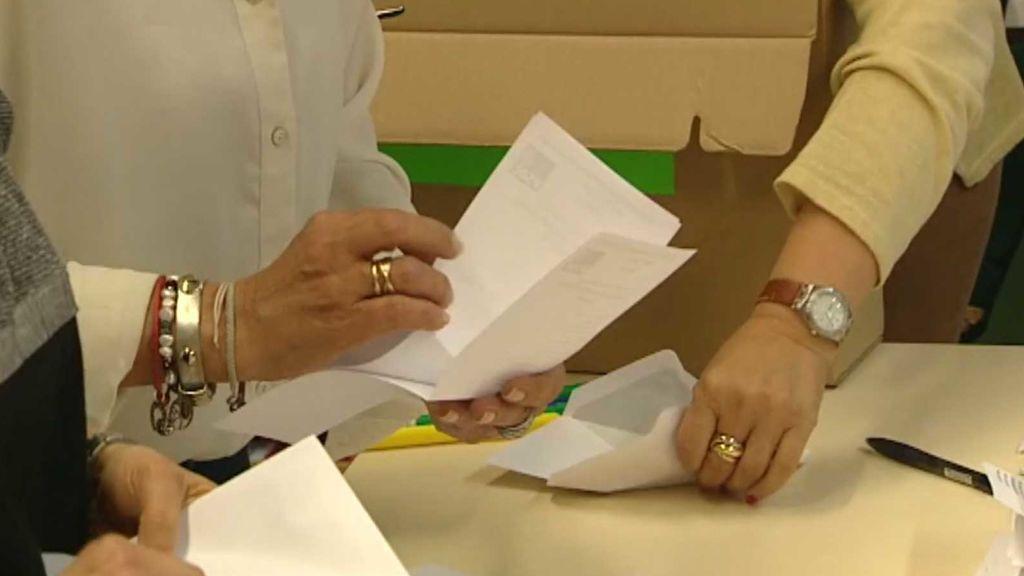 Aún quedan siete escaños en juego, el del voto por correo