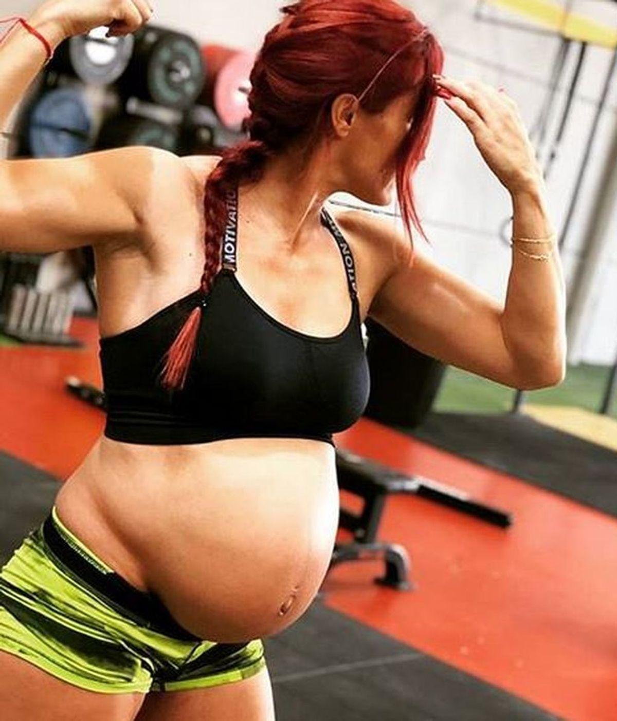 """Levanta pesas con 8 meses de embarazo: """"Mi barriga y yo seguimos creciendo"""""""