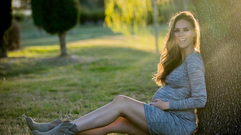 Helen Lindes muestra su increíble tripa a una semana de dar a luz