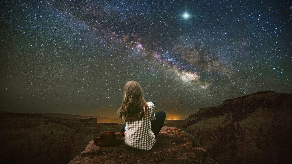 Mira al cielo: la noche del domingo la lluvia de estrellas acuáridas iluminará el firmamento