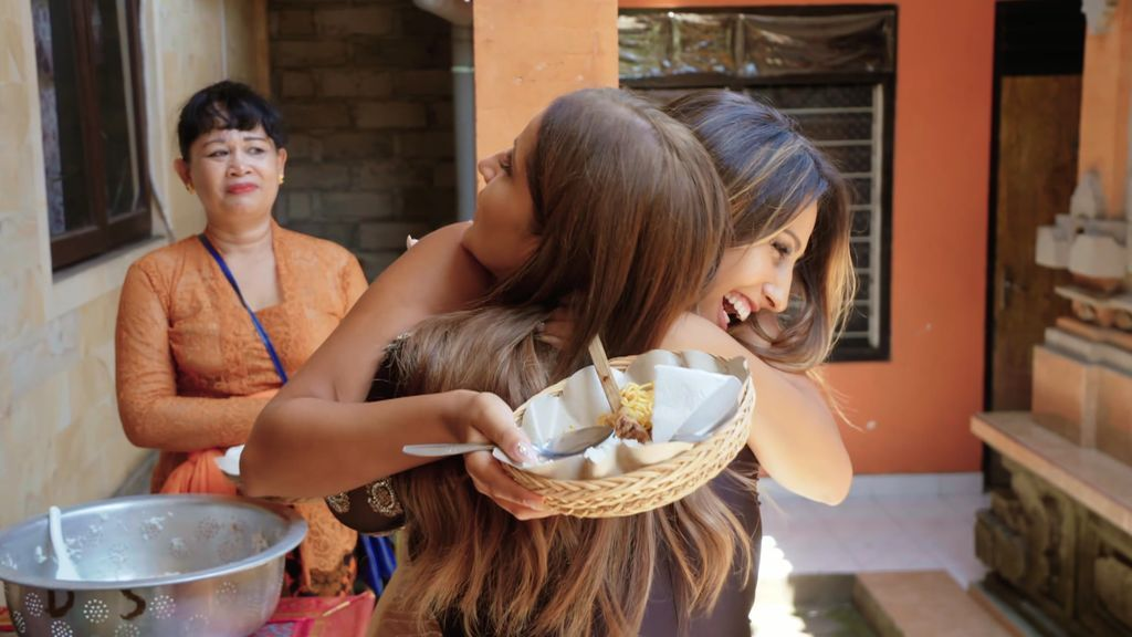 Raquel Salazar se casa para estudiar de primera mano el rito balinés