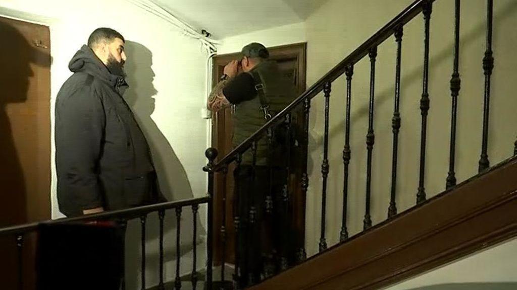Desalojan a varios jóvenes magrebíes de una casa que ocupaban en Barcelona
