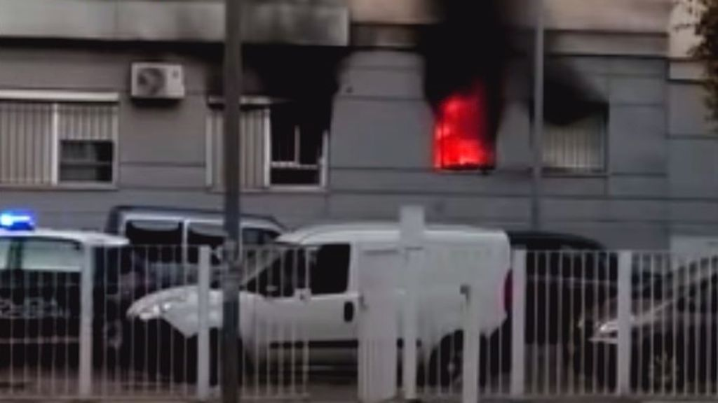 Intenta quemar por venganza la vivienda de su expareja pero se equivoca e incendia la de un vecino
