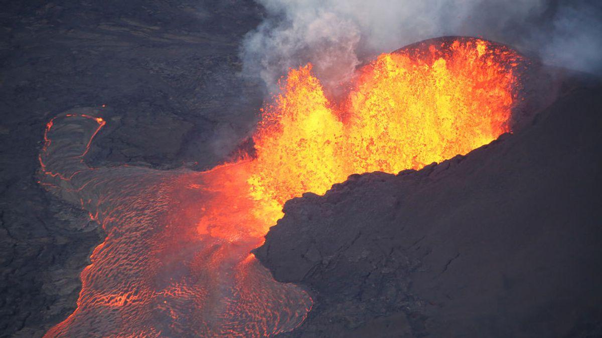 Un turista sobrevive tras caer accidentalmente en la caldera del volcán hawaiano de Kilauea