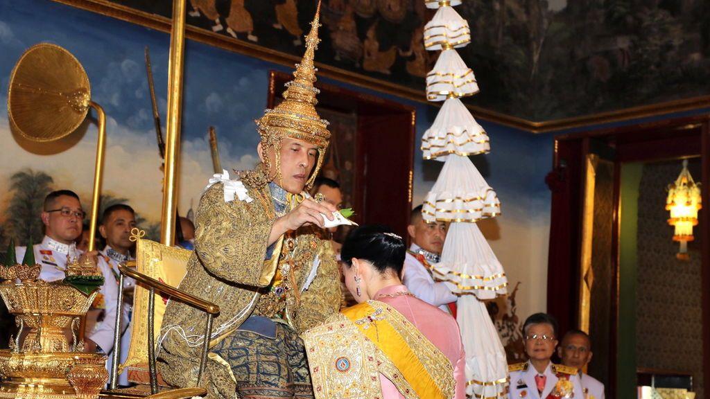 El rey de Tailandia, coronado en tres días de ceremonias con un coste de 28 millones de euros