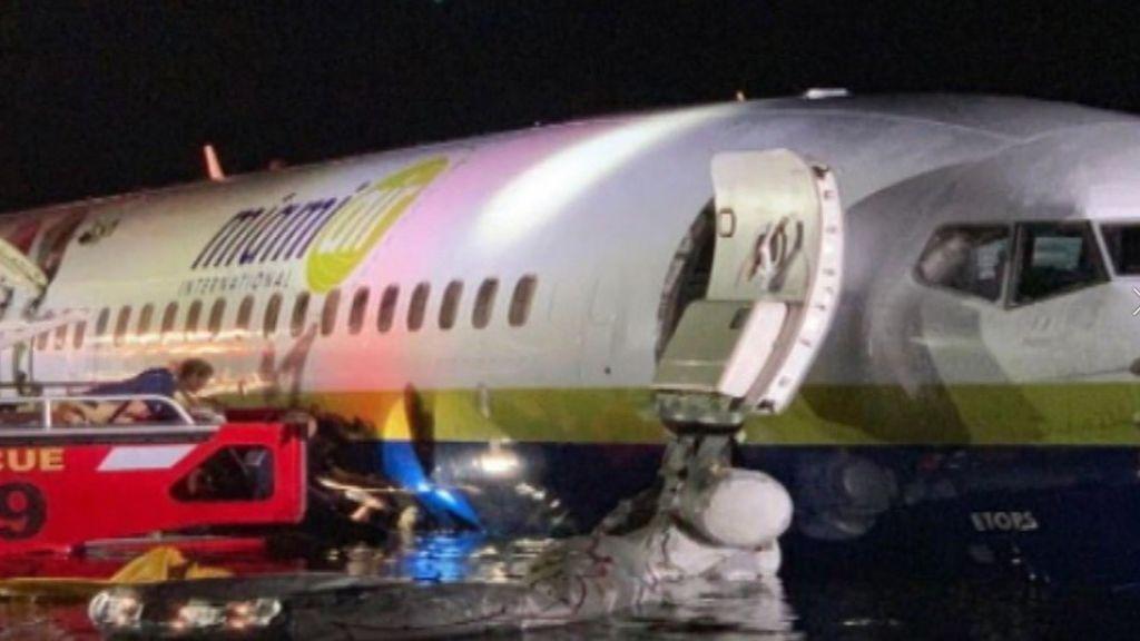 Un avión con 143 personas cae en el río San Johns en Florida