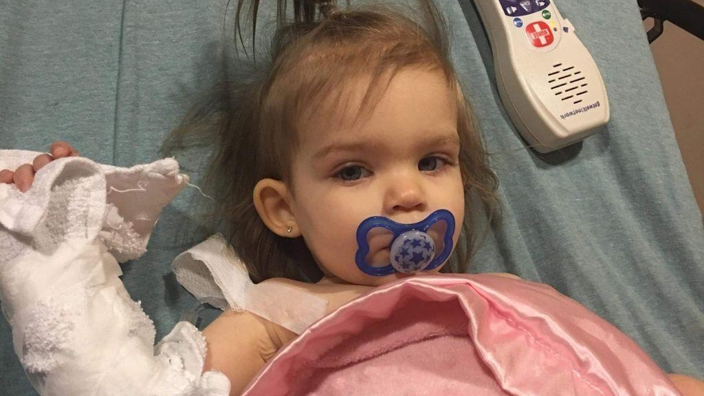 """Se niega a donar dinero para una niña con cáncer por razones homófobas: """"Necesita un papá y una mamá"""""""