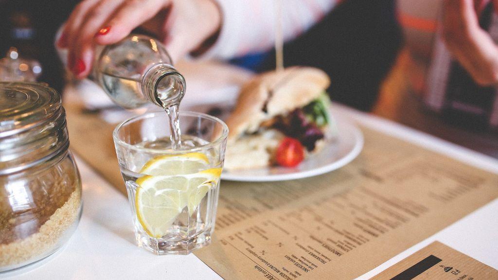 Agua con limón, un auténtico cóctel de salud y belleza