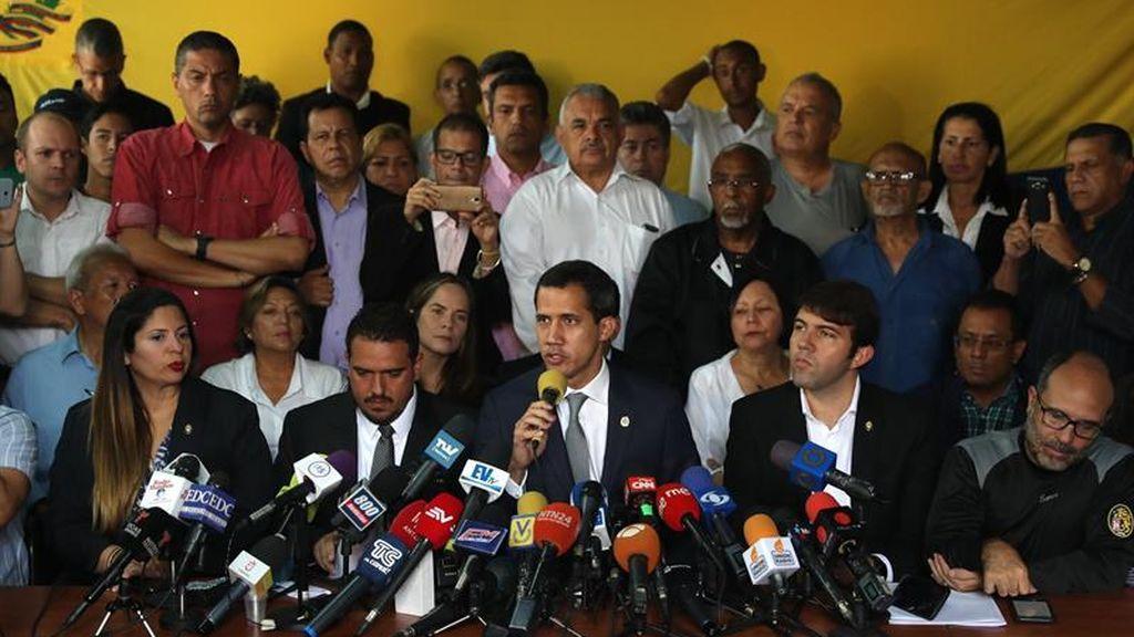 Guaidó pide colaboración a la ciudadanía para lograr el apoyo de los militares venezolanos