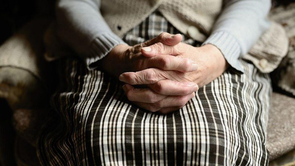 Una nonagenaria convive cinco días con el cadáver de su hijo