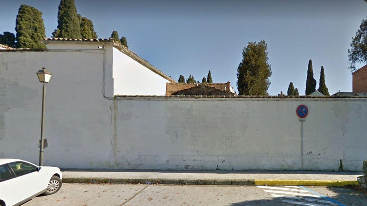 Investigan la profanación de las tumbas de dos mujeres enterradas en abril en el cementerio de Andújar