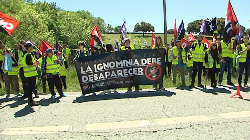 200 personas se concentran para pedir la exhumación de Franco