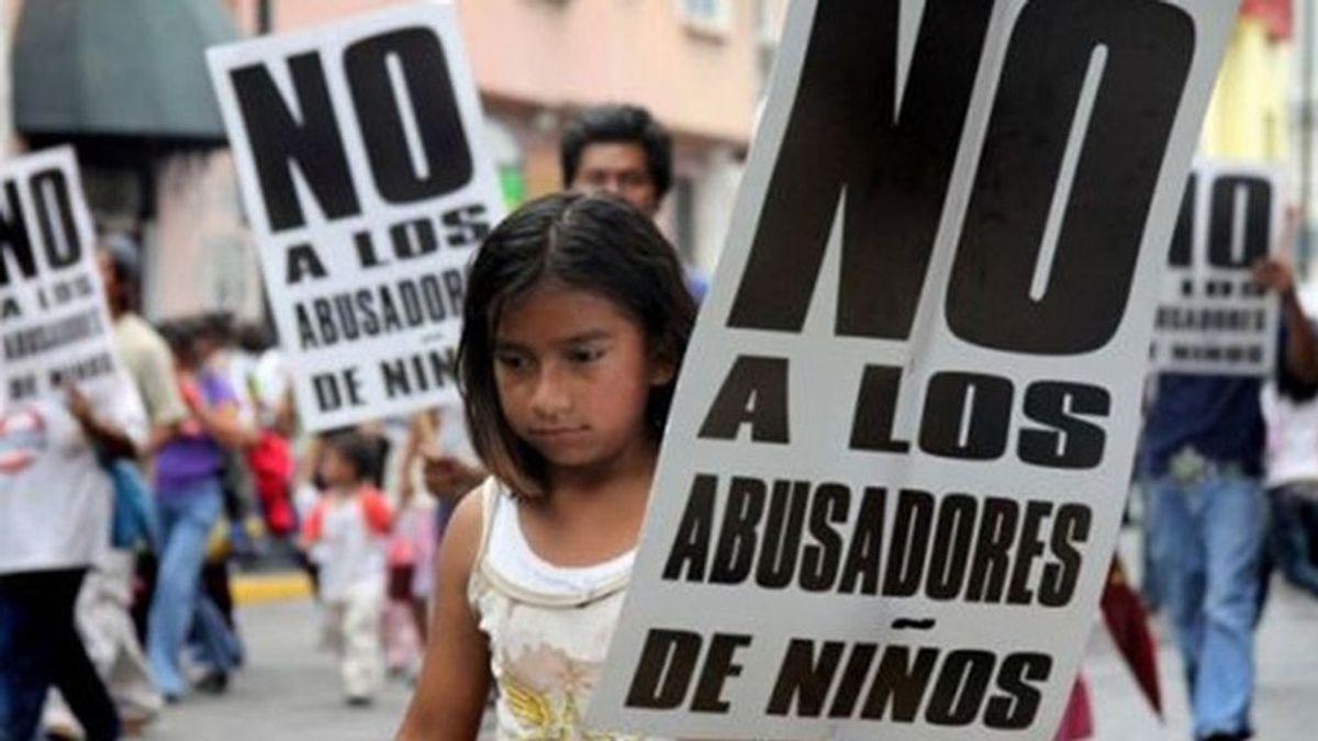 El padre y los abuelos de una niña se enfrentan hasta a 26 años de cárcel por pegarle y agredirla sexualmente