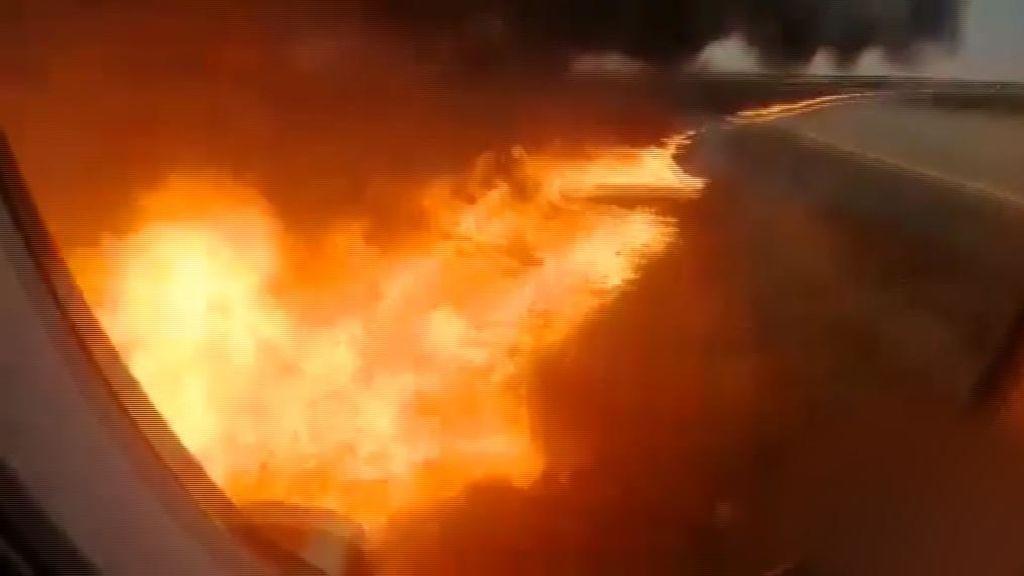 Terror en el interior de un avión envuelto en llamas en Moscú