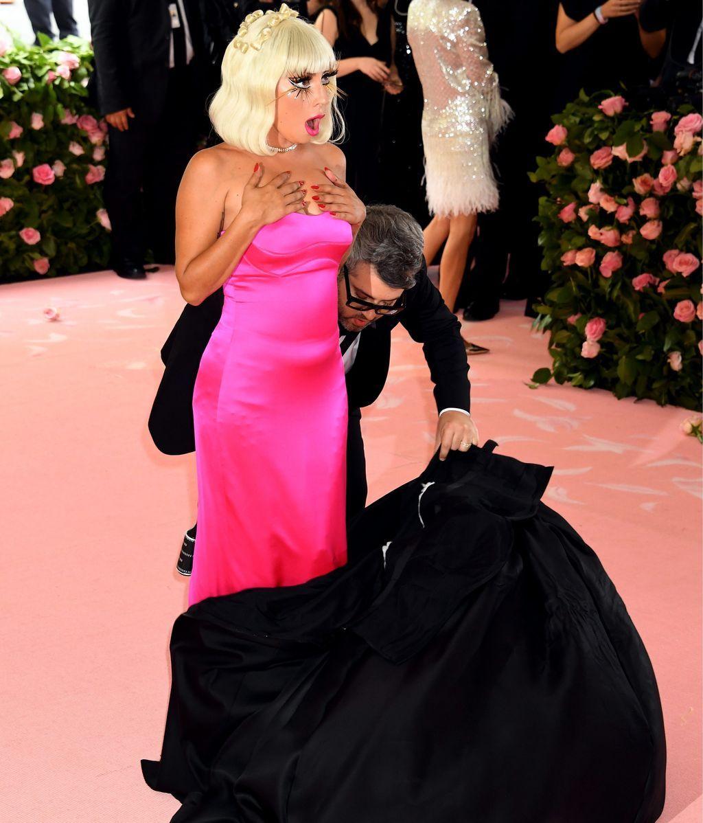 Otra sorpresa debajo del vestido negro