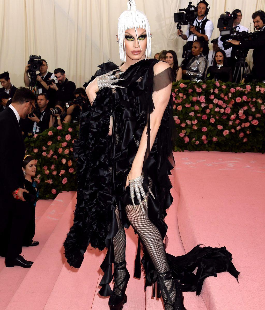 Aquaria, muy drag y muy queen, vestida por Maison Margiela