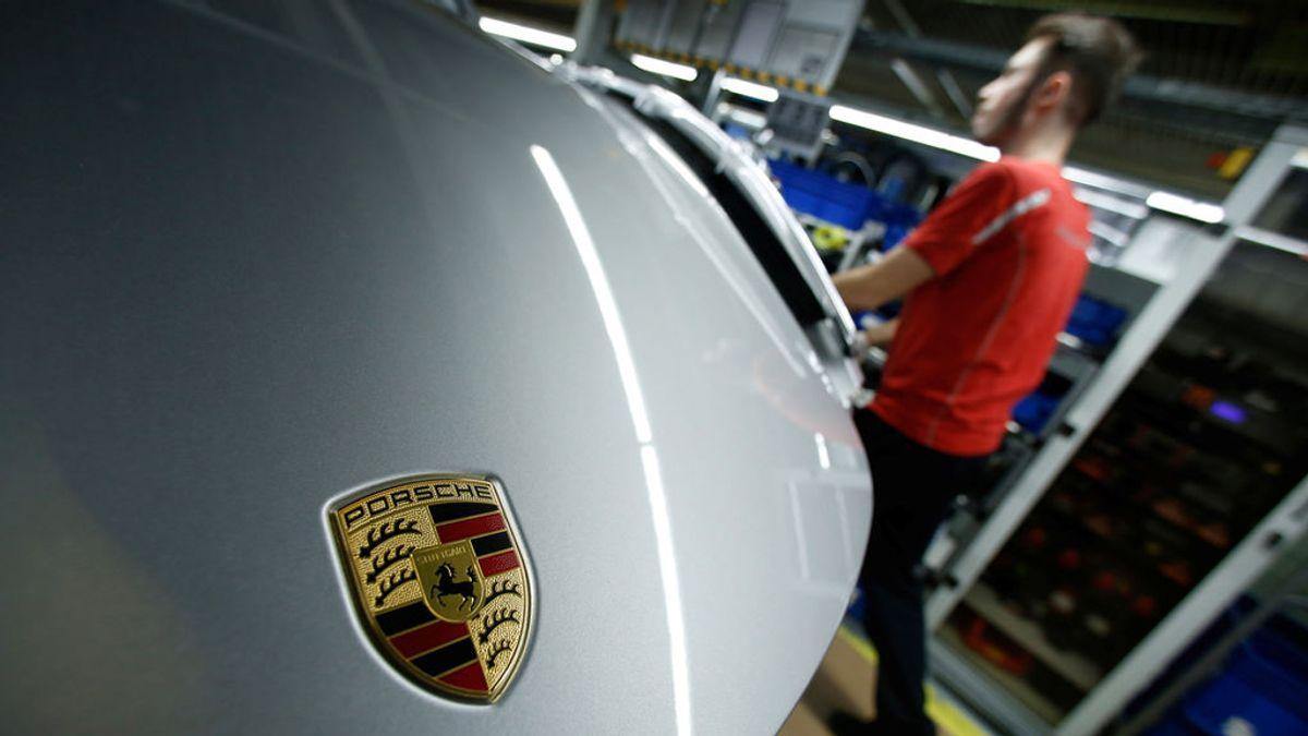 Porsche, multada con 535 millones de euros por Alemania por las emisiones de sus vehículos