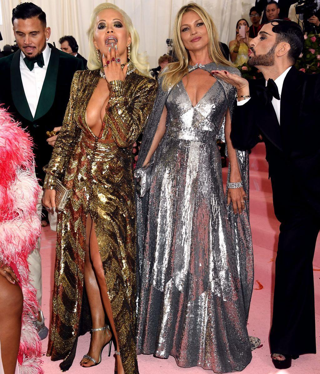Rita Ora y Kate Moss con vestidos de lentejuelas de Marc Jacobs