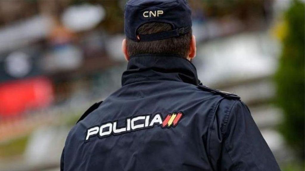 Dos agentes de la Policía Nacional de Valencia salvan la vida de un bebé de 19 meses