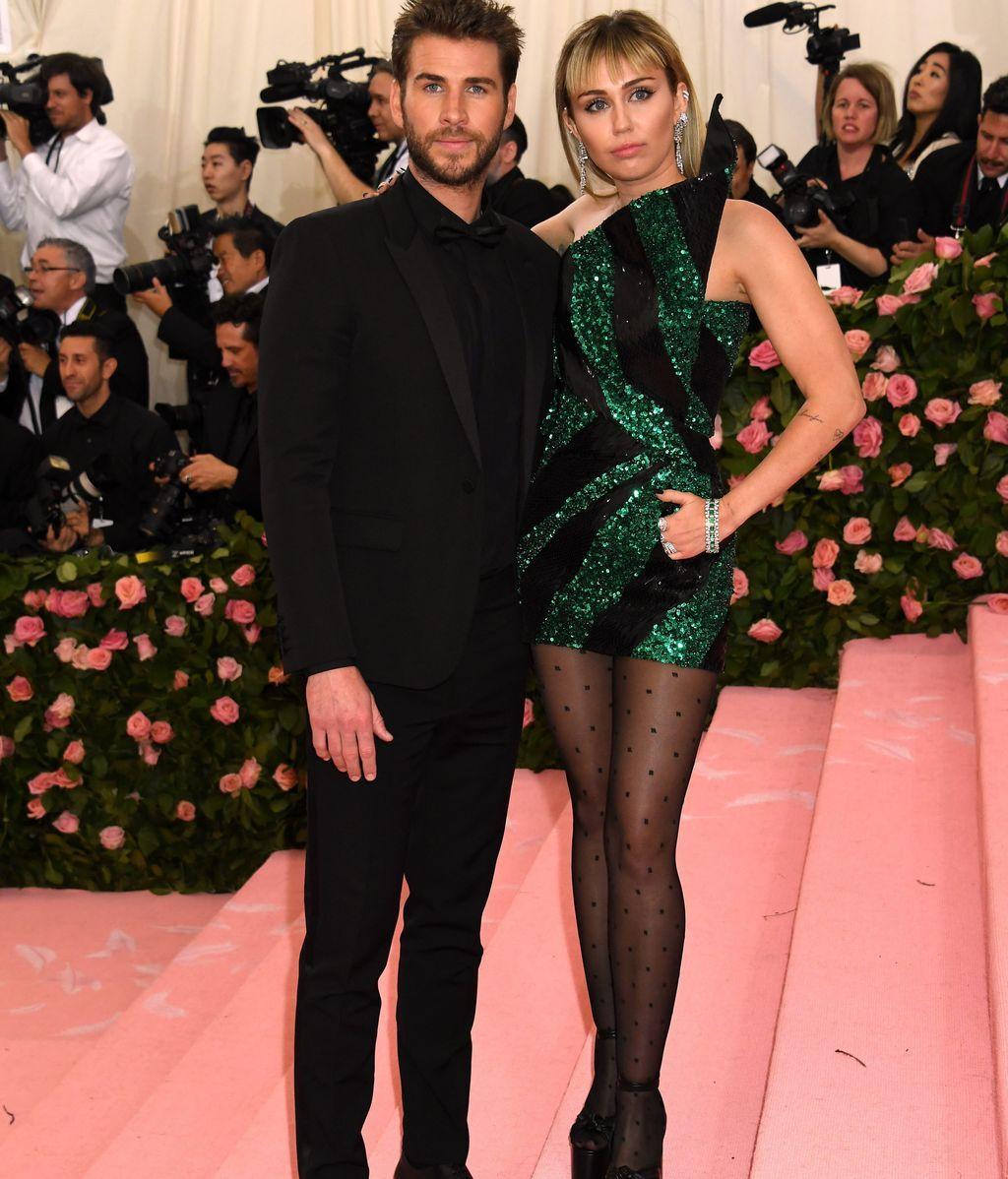 Miley Cyrus acudió a la gala junto a su marido Liam Hemsworth