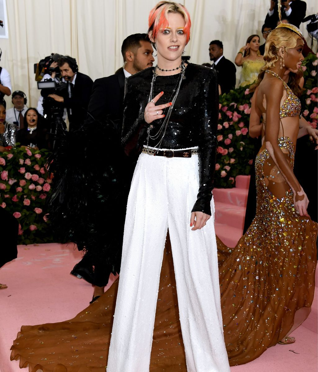 Kristen Stewart con un dos piezas en blanco y negro de Chanel