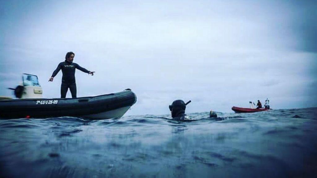Un buceador español se lanza desde un barco para salvar la vida a dos submarinistas exhaustos en mitad del Mar Caribe