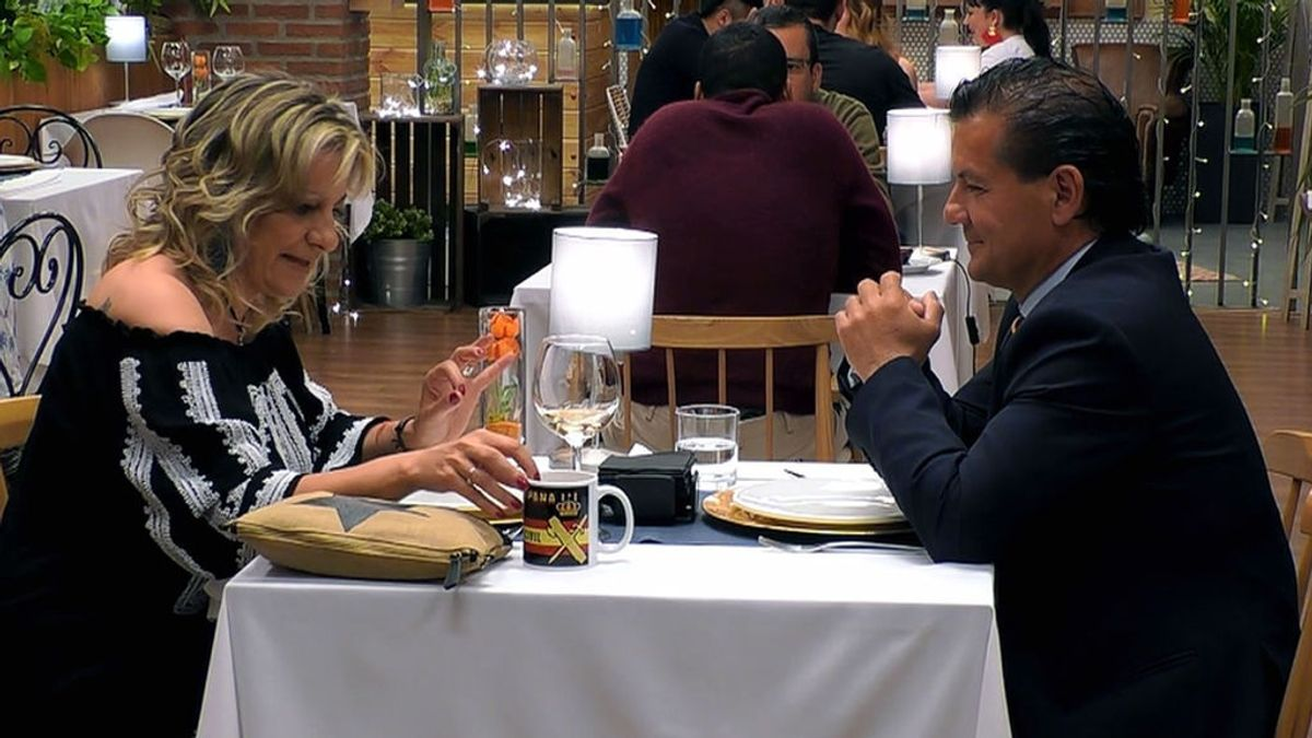 Jose Luis y Sonia, patriotas y muy derechas, se olvidan de tener mano izquierda en su cita