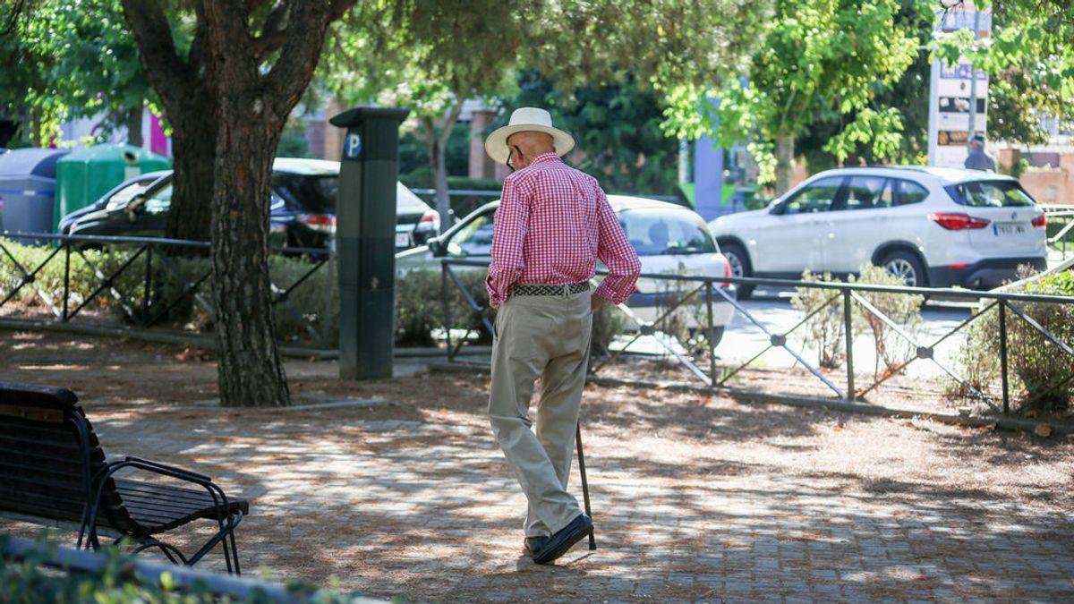 El 'síndrome del escaparate' que asola a los mayores de 65 y hace que caminar sea un suplicio