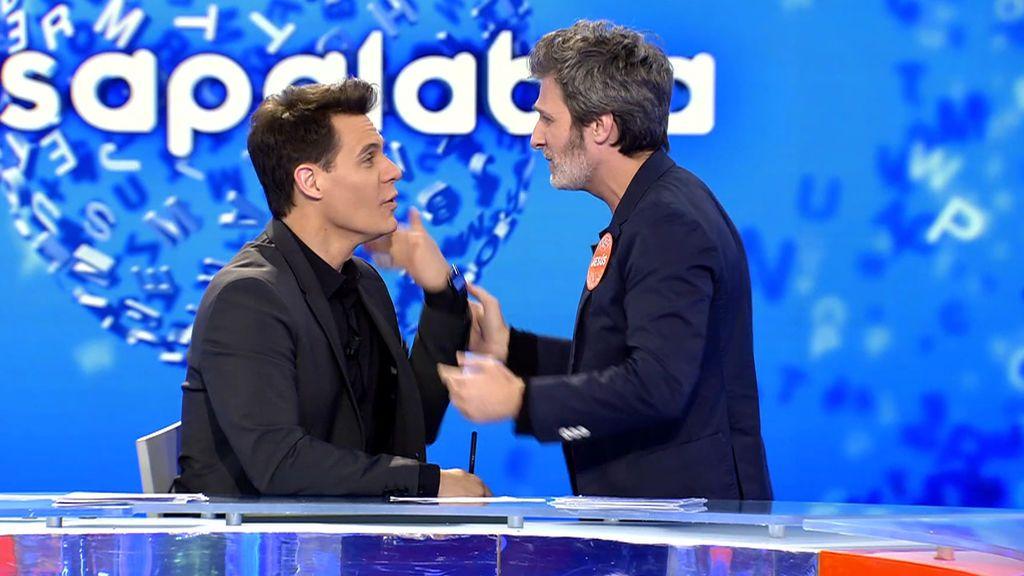 El divertido momento de Christian Gálvez y el actor Jesús Olmedo al acertar la canción