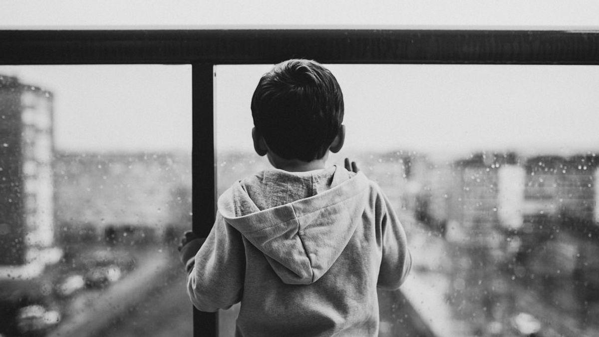 Solo, desorientado, de madrugada y con el pijama puesto: así encontraron a un niño de 4 años en Granada
