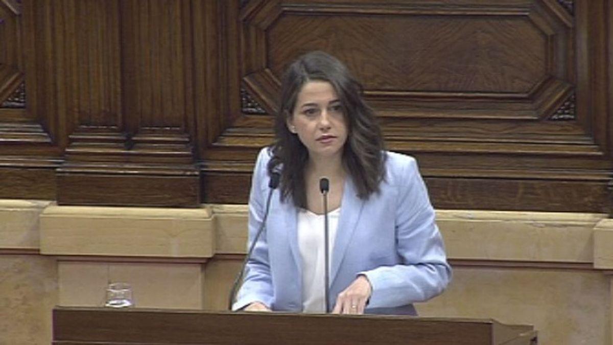 Arrimadas se despide emocionada de su escaño en el Parlament