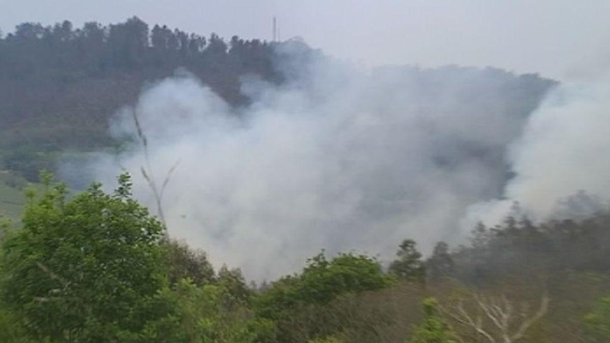 Estabilizado el incendio que afecta a varios concejos de la Sierra Sollera de Asturias