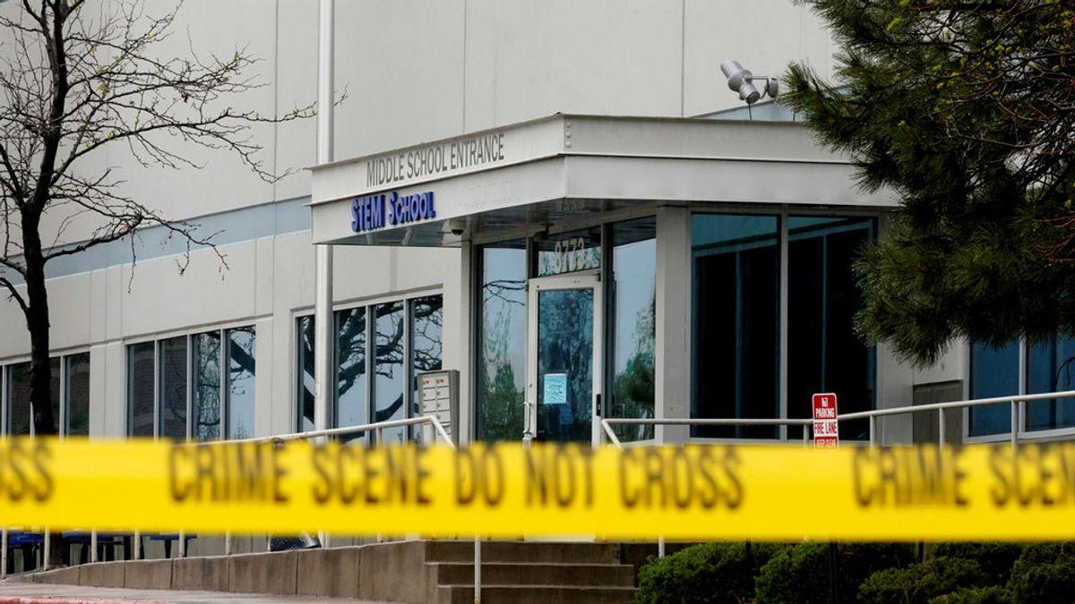 Aulas convertidas en jaulas y escenarios del horror: los tiroteos en escuelas de EEUU