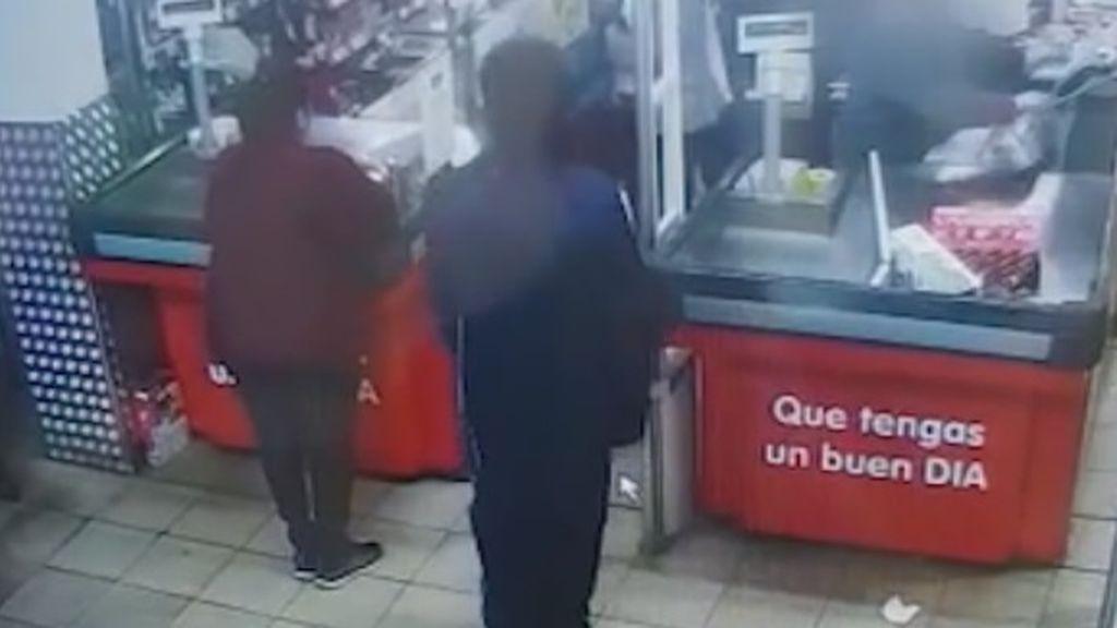 La policía detiene a un individuo que pretendía atracar en un supermercado de Madrid