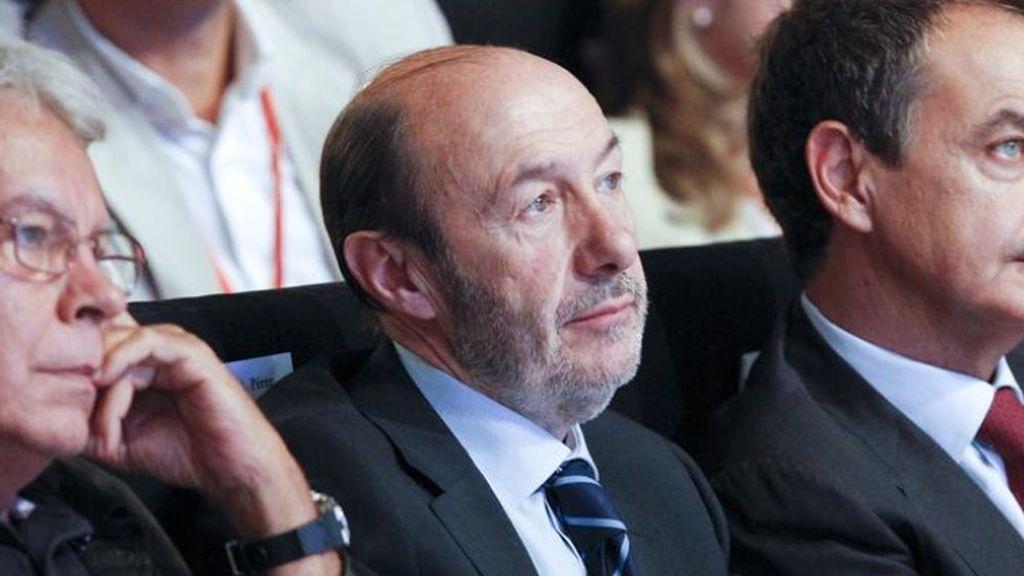 """""""Descanse en paz"""": las redes sociales se vuelcan en el último adiós a Pérez Rubalcaba"""