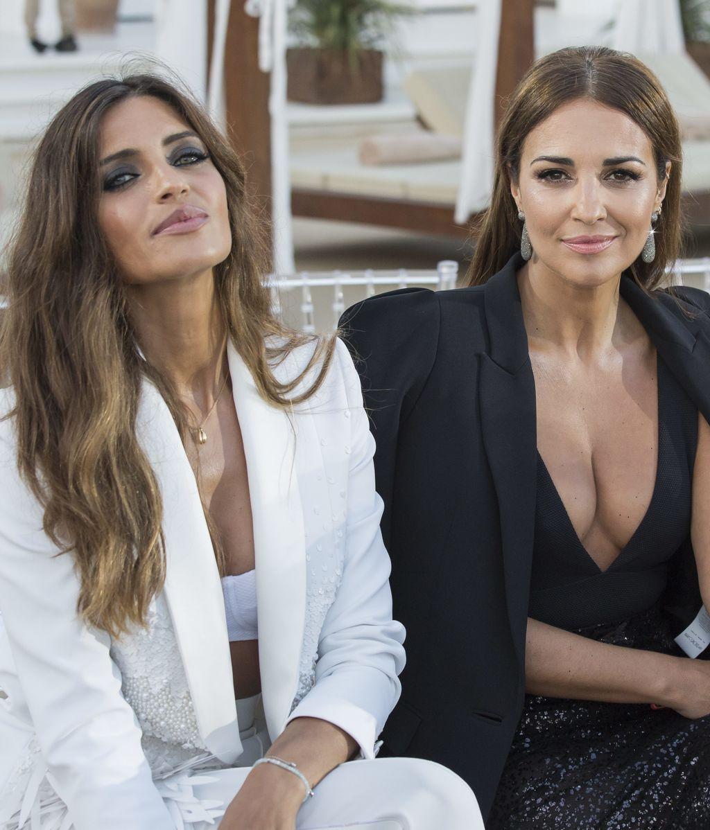 Sara Carbonero y Paula Echevarría apostaron por combinar blazer con traje de baño